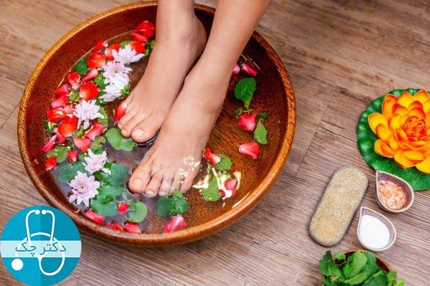 10 نوع حمام پا که می توانید با استفاده از آن ها مشکلات پاهایتان را حل کنید!