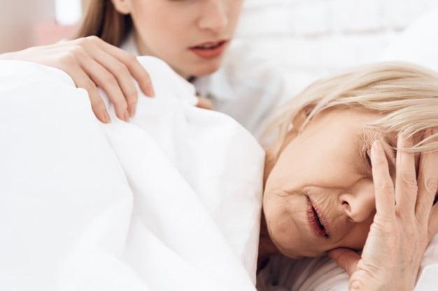 زنی که آلزایمر دارد