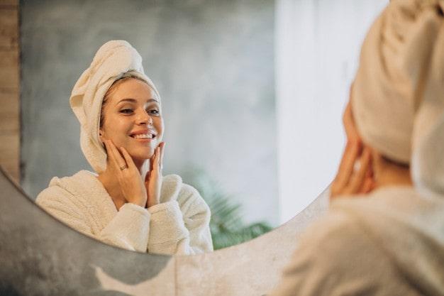 ماده طبیعی برتر تمیز کننده پوست صورت
